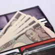 1万円札の入ったお財布