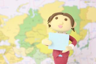 世界地図とレポーター